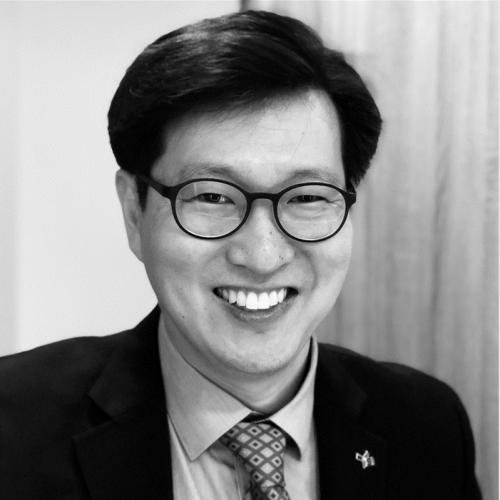 Dr Eugene D. Kim